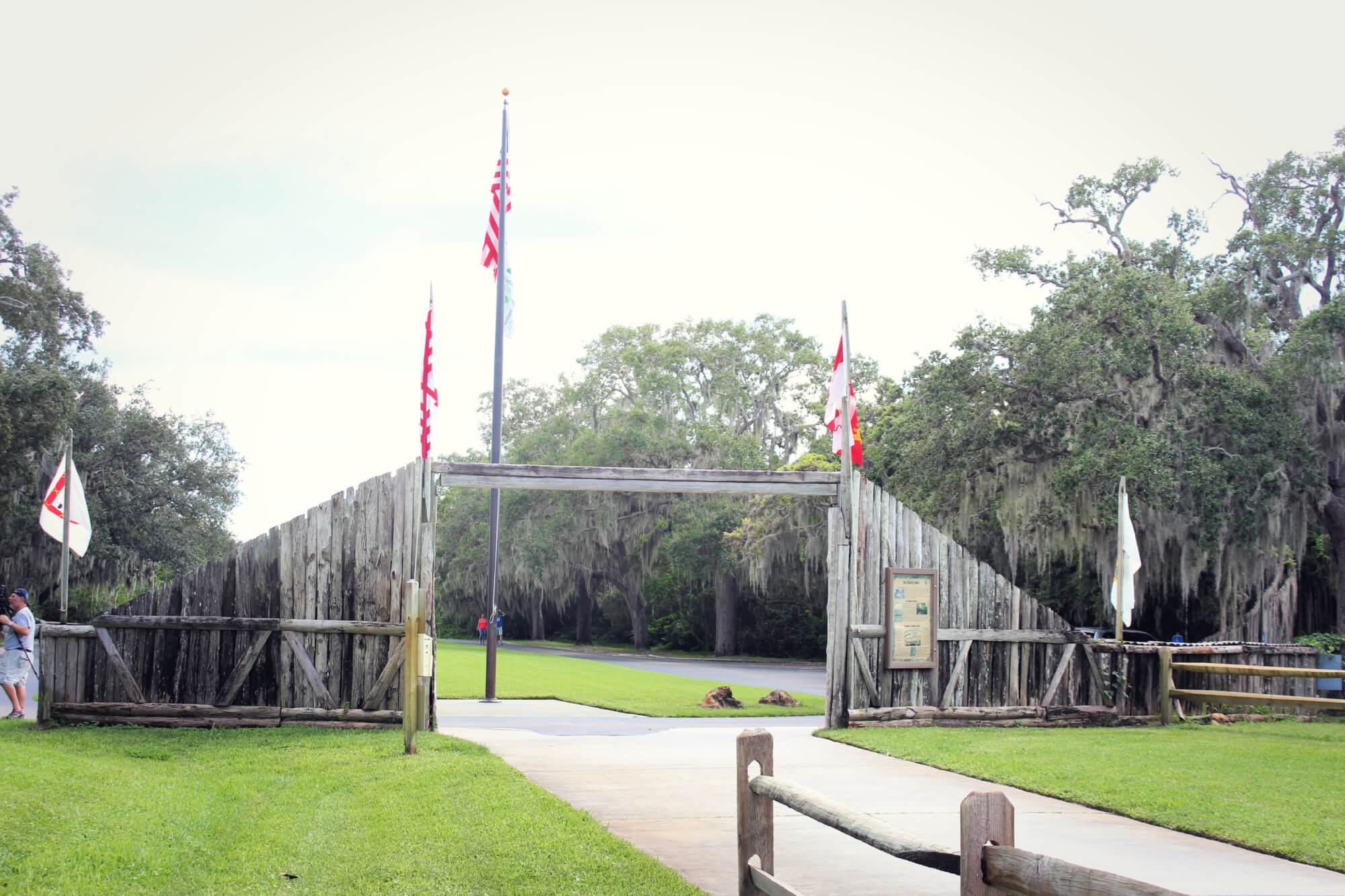 De Soto Monument Gate